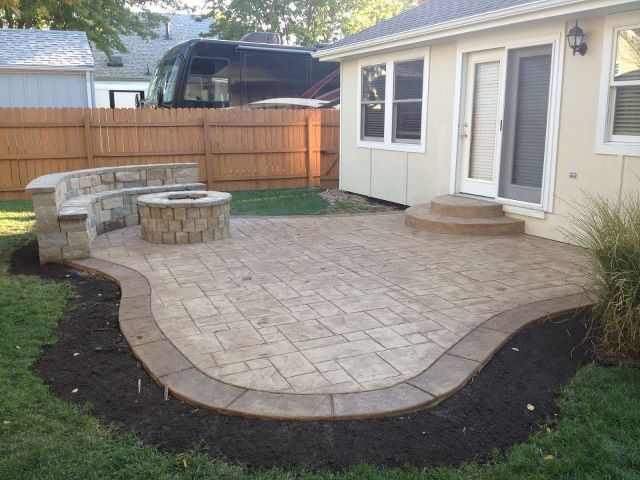 concrete patio ideas for small backyards concrete patio with fire pit and sitting wall... now if i DLVABJM