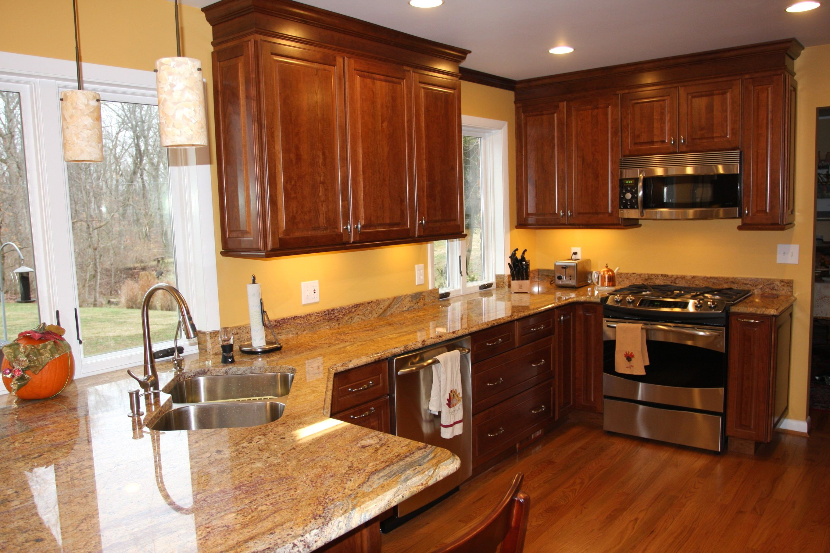 Kitchen Color Schemes With Cherry Cabinets: Try Them Out