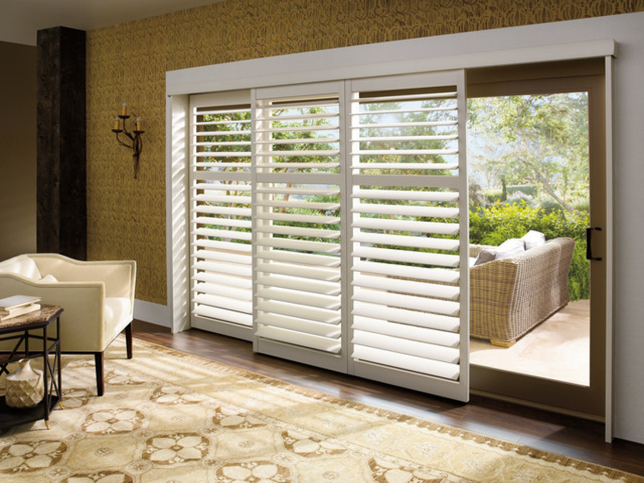 plantation shutters for sliding glass doors patio door window treatment ideas plantation shutters for sliding glass LYWDDPQ