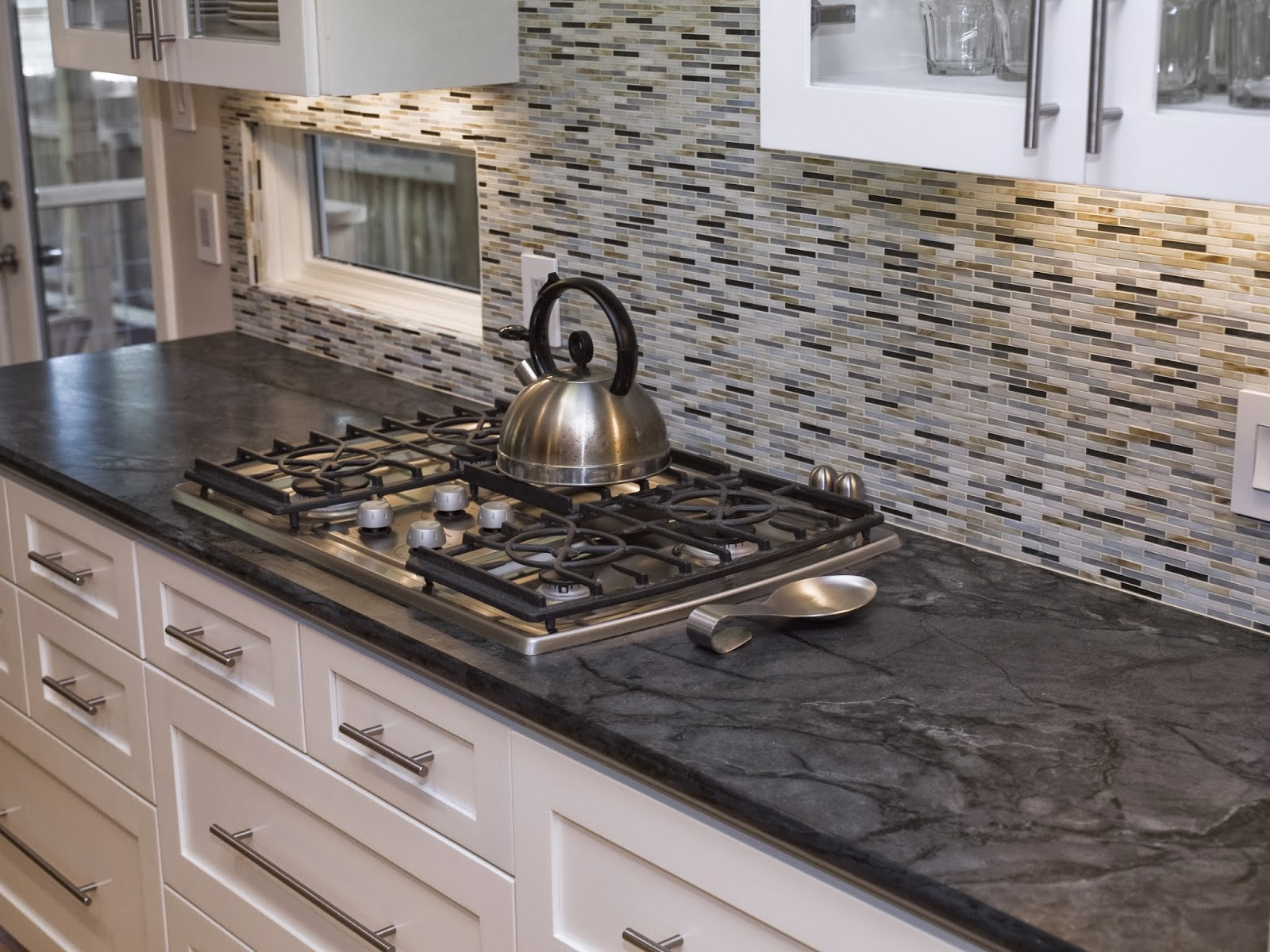smart black and white kitchen backsplash ideas SMVSIJI