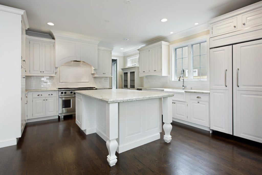 white kitchen cabinets with dark wood floors white kitchen with dark wood floors SSTNXYD
