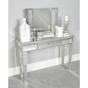 Why Dressing Table Mirrors Style and Size is Important