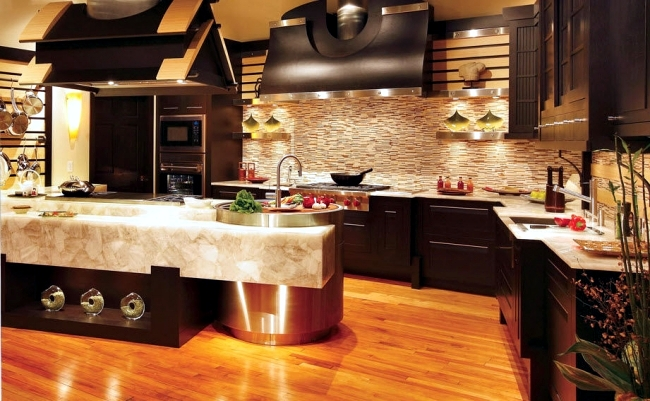 Luxury kitchen design of Bentwood with elements of wood and marble