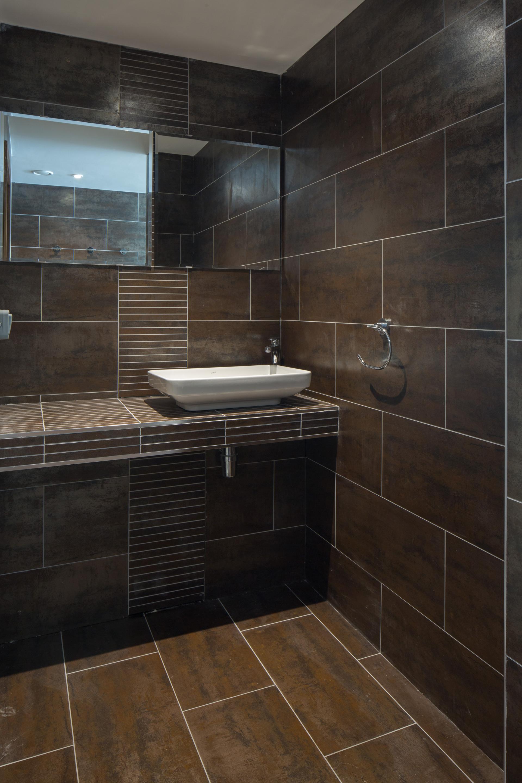 Contemporary & Modern Bathroom Tile Ideas
