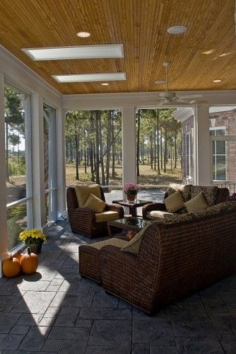 Choosing Sunroom Furniture to Match your Design Style | screened in