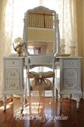Antique White Bedroom Vanity - Ideas on Fot