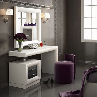 Lighted Bedroom Makeup Vanity | Wayfa