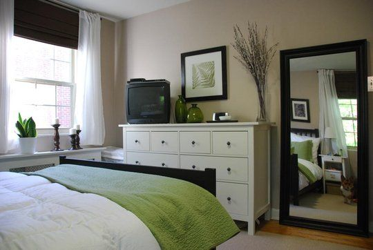I love the mix of dark and white furniture!! | Guest room decor .