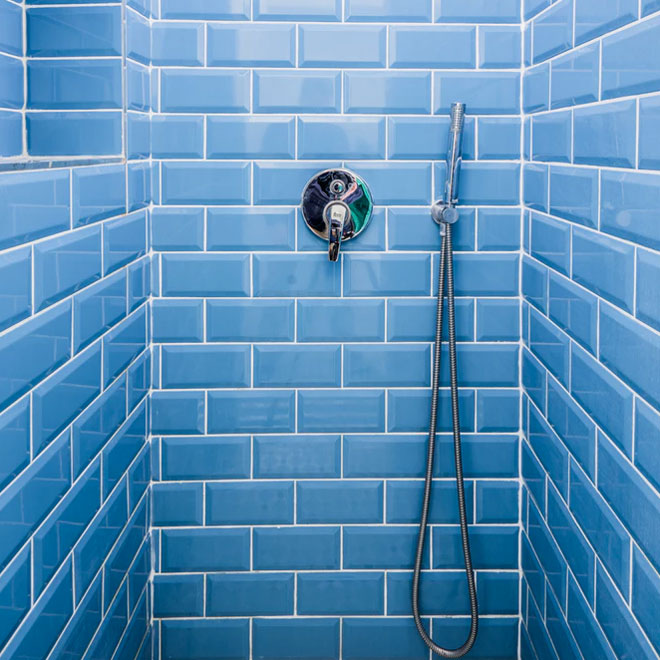 How to tile your bathroom wall - Luna Sp