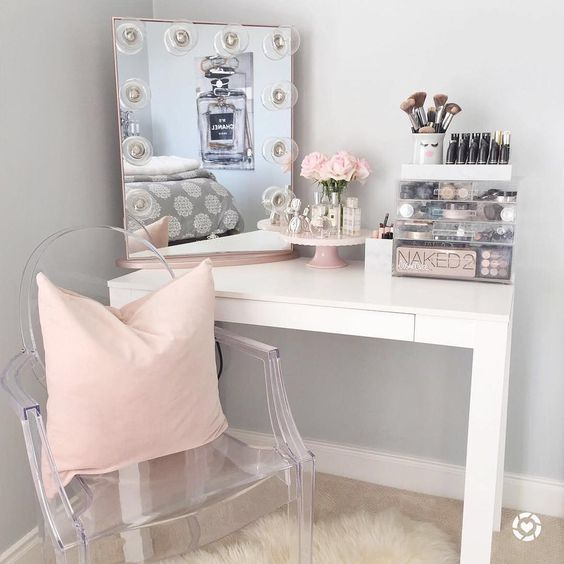 15 Super Cool Vanity Ideas For Small Bedrooms | Room decor .