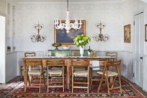 People Can't Decide Whether Rugs Belong in the Dining Room or N