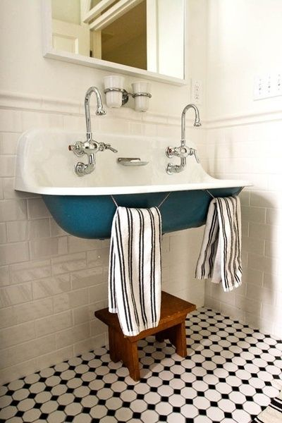 Farmhouse Bathrooms {Farmhouse Friday} - The Everyday Home | Small .