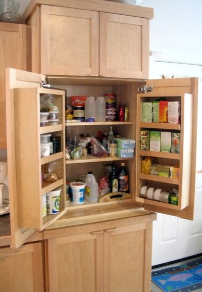 Wish my pantry did this | Small kitchen cabinets, Small kitchen .
