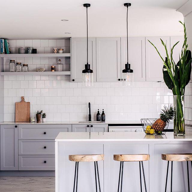 Soft gray kitchen | Kitchen interior, Kitchen trends, Grey kitchen .