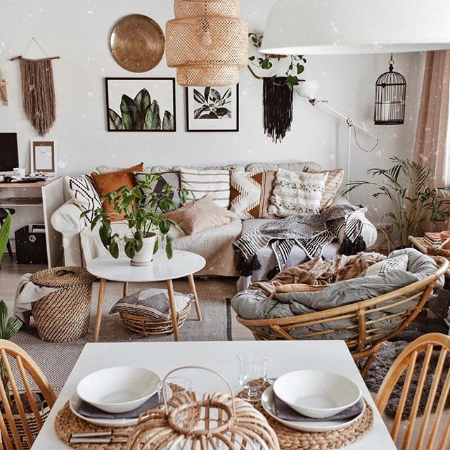 A perfect scandi boho vibe in this living room. Ikea light shade .
