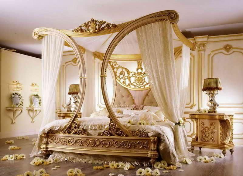 Golden canopy bed built for a king! | Luxurious bedrooms, Master .