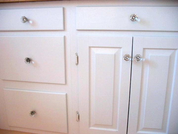 One-minute fix for loose knobs and pulls | The Old Farmer's Alman