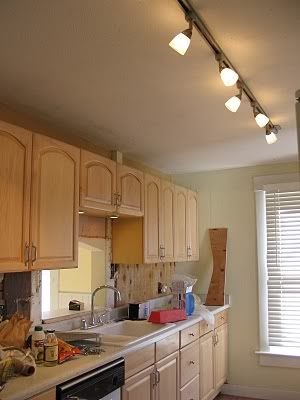 How to Choose the Right Light Fixtures for Your Kitchen Design .