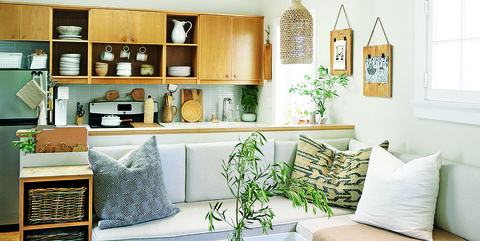 The Secrets to Maximizing a Small Living Room - Small Space Decor Ti