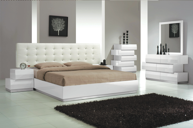 Cal.King Size Bedroom 4pc Set White Finish | Hot Sectiona