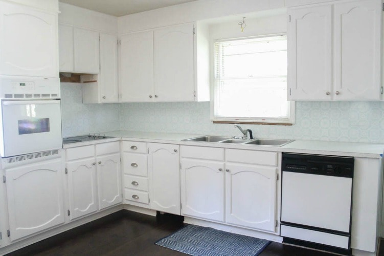 Painting oak cabinets white: An amazing transformation - Lovely Et