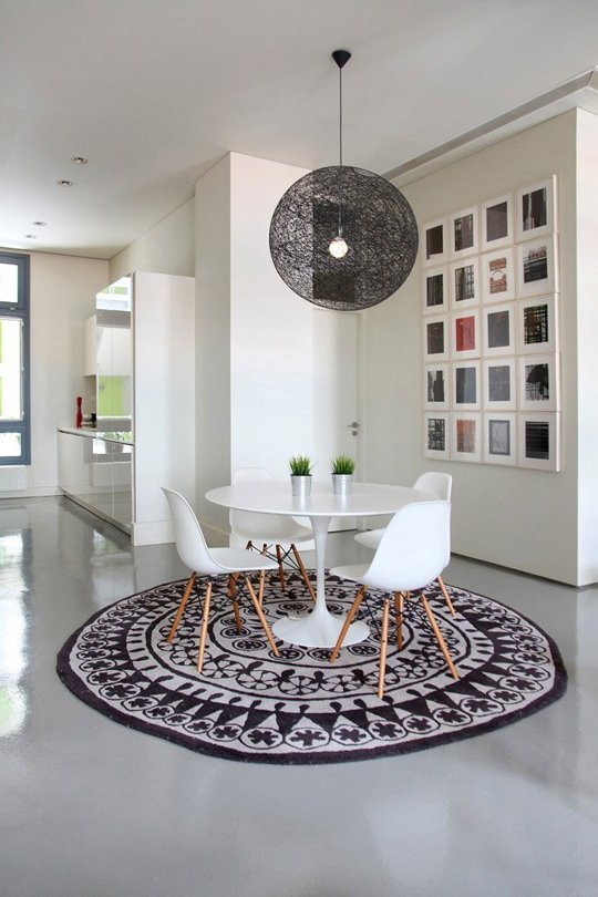 Modern Dining Room Decor with Beautiful Rug and Round Table - Hupeho