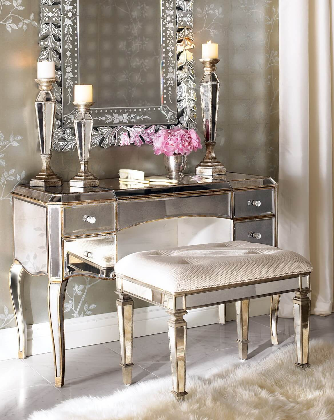 Bedroom Vanity Set with Lights Ideas